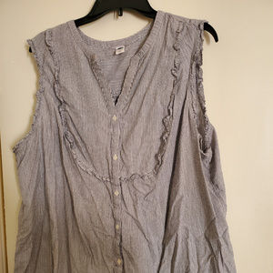 Old Navy Sleeveless Button Down Top